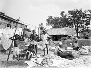 British Raj photographs: A group of washermen at a dhobi ghat, Kolkata