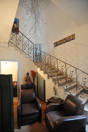 Kitsch mafia villa: Mansion of Nicola Schiavone in Camorra