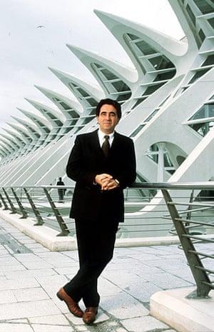Santiago Calatrava: Architect Santiago Calatrava infront of the Science Museum