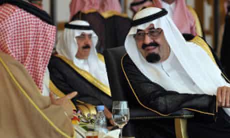 Saudi King Abdullah speaks with Bahrain's King Hamad bin Isa al-Khalifa