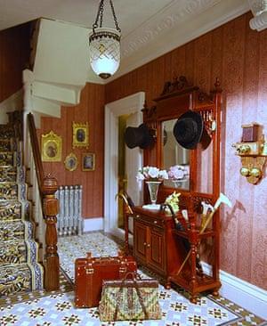 Dolls' houses: Victoriana, entrance hall