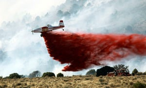 Wildfires in the US: Firefighters battle the wildfire south of Gardnerville