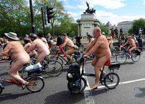 Nude Cyclists: London, UK: Naked cyclists ride near Hyde park corner