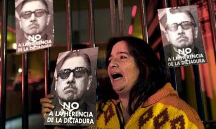 Anti-Pinochet protester