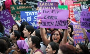 Turkish women protest against the government's plan to reduce the time limit for abortions