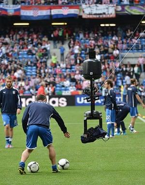 sport: A hung TV camera follows an Italy's nati