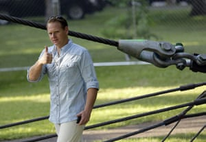 niagara falls tightrope: Nik Wallenda gives the thumbs-up after inspecting the tightrope