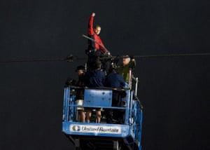 niagara falls tightrope: A triumphant Nik Wallenda pumps his fist in the air after reaching Canada