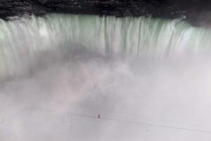 niagara falls tightrope: Nik Wallenda at the middle of his walk across Niagara's Horseshoe Falls