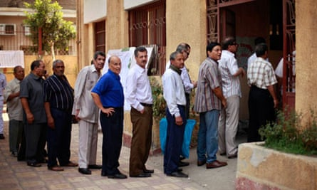 Egyptians wait to vote in Cairo