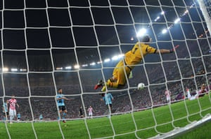 spain game: Iker Casillas makes an excellent save to deny Ivan Rakitic