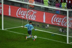 spain game: Spain beat the Croatian offside trap