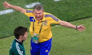 Oleg Blokhin appeals to the fourth official after Terry's clearance