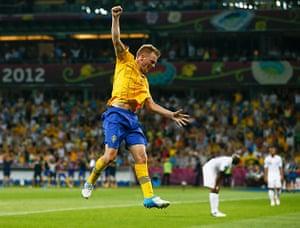 group d3: Sweden's Larsson celebrates after scoring a goal