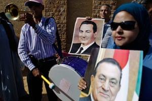 Mubarak Sentencing: Supporters of former Egyptian President Hosni Mubarak hold his pictures