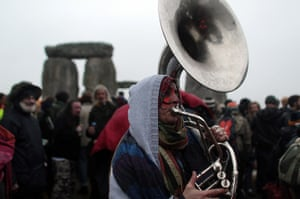 summer solstice: music played at stonehenge