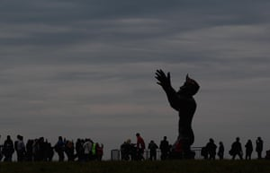 summer solstice: People gather around the Ancestor monument at Stonehenge