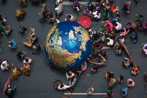 """rio+20: Activists push an inflatable globe during a """"Global March"""""""