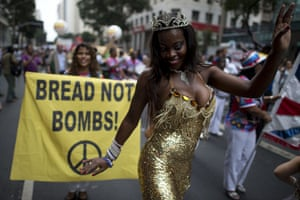 """rio+20: A samba dancer takes part in the """"Global March"""""""