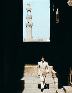 10 Bond Outfits: The Spy Who Loved Me, Roger Moore