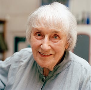 Mary Fedden: Mary Fedden, artist, in her studio