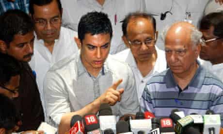 Aamir Khan addresses journalists