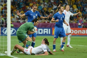 sport14: Italian goalkeeper Gianluigi Buffon catc