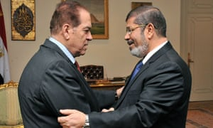 mohamed morsi shakes hands