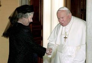 Queen shaking hands: Queen Pope Handshake