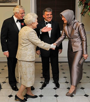 Queen shaking hands: Queen presents Chatham House Prize