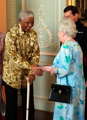 Queen shaking hands: Queen meets Mandela