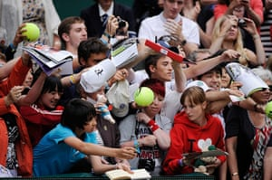 Wimbledon Day 3: Autograph hunters desperate to get to Roger Federer after his victory