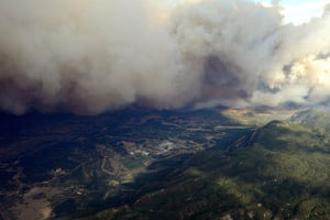 Colorado wildfire: Plume of smoke rises from Waldo canyon wildfire