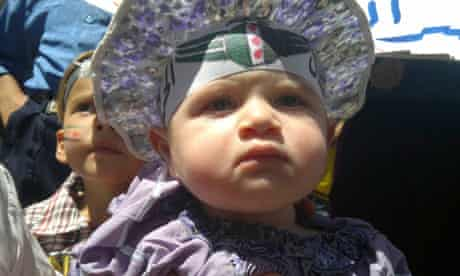 A baby wearing the logo of the Syrian Free Army