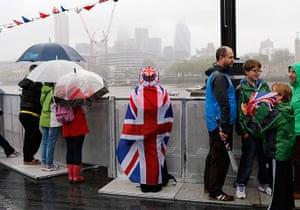 Jubilee pageant: Spectators gather near Tower Bridge