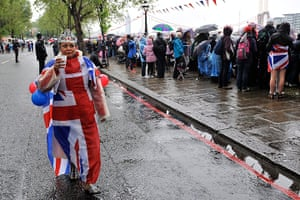 Jubilee pageant update: People flock to the banks of the Thames close to Chelsea Bridge
