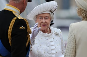 Regatta: The Queen arrives at Chelsea Pier