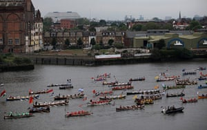 Jubilee boat pageant: Man powered boats make their way down the river