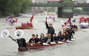 Jubilee boat pageant: Rowing boats begin to gather on the River Thames