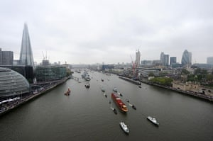 Jubilee Thames pageant: The Royal Barge arrives at Tower Bridge