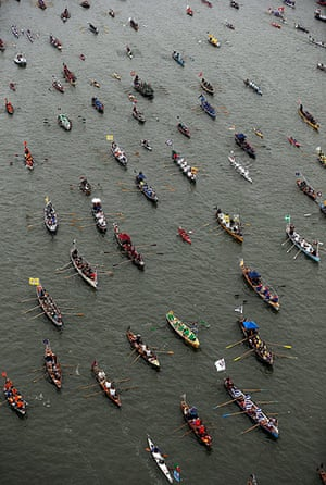 Jubilee Thames pageant: Man powered boats row on The River Thames