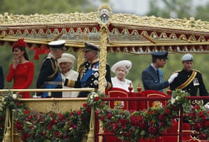 """Jubilee Thames pageant: Members of the Royal Family on the Royal Barge the """"Spirit of Chartwell"""""""