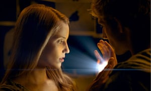 Sarah (Dianna Agron) and John (Alex Pettyfer) in I Am Number Four