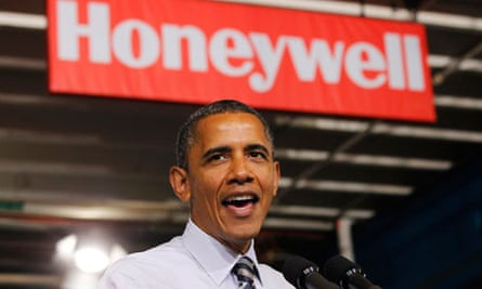 Presiden Obama delivering remarks on the economy at Honeywell electronics factory in Minneapolis