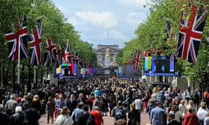 Diamond Jubilee day 2: Crowds gather on The Mall ahead of a concert at Buckingham Palace in London
