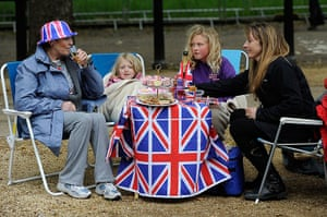 Diamond Jubilee day 2: Grandmother Cathy Hanc sits with her family on the Mall