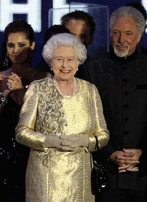 Jubilee fashion: The Queen at concert