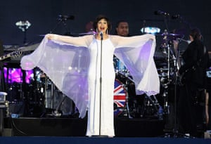 Jubilee fashion: Dame Shirley Bassey performs at concert