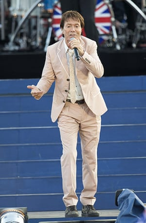 Jubilee fashion: Cliff Richard at concert