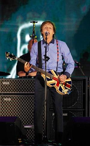 Jubilee fashion: Sir Paul McCartney at concert